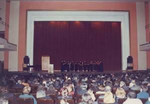 Η Ο.Ε.ΒΥ.Χ. στο θέατρο «ΠΑΛΛΑΣ» το Νοέμβριο του 1992.