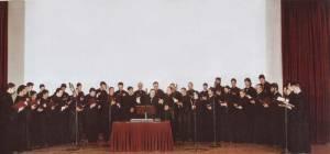Η πολυμελής Ο.Ε.ΒΥ.Χ. στην αίθουσα του Πολεμικού Μουσείου Αθηνών τον Φεβρουάριο του 2000.
