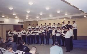 Η Ο.Ε.ΒΥ.Χ. σε πασχαλινή συναυλία στις φυλακές ανηλίκων στην Αυλώνα. Απρίλιος 2004.