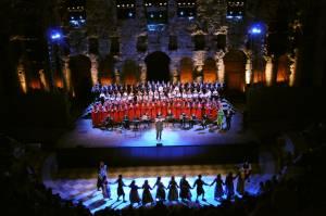 Επί σκηνής όλοι οι συντελεστές της παράστασης «Η Σμύρνη κάποτε...» στο Ηρώδειο στις 22/9/09.