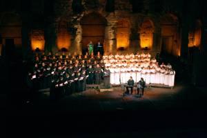 Η Ο.Ε.ΒΥ.Χ. και η χορωδία του Εθνικού Ωδείου υπό τη διεύθυνση του Μιχάλη Μακρή, στην παράσταση «Η Σμύρνη κάποτε...» στο Ηρώδειο στις 22/9/09.
